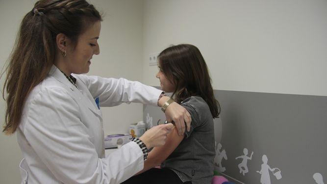 El Dr. Ignacio Salamanca habla en Diario de Sevilla sobre vacunas recomendadas por AEP