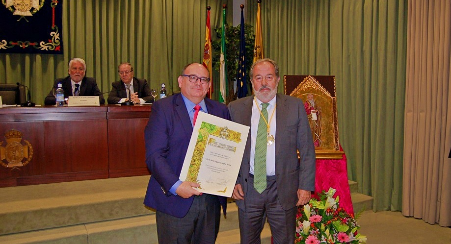 El Dr. Farrington, nombrado Médico Ilustre de Sevilla