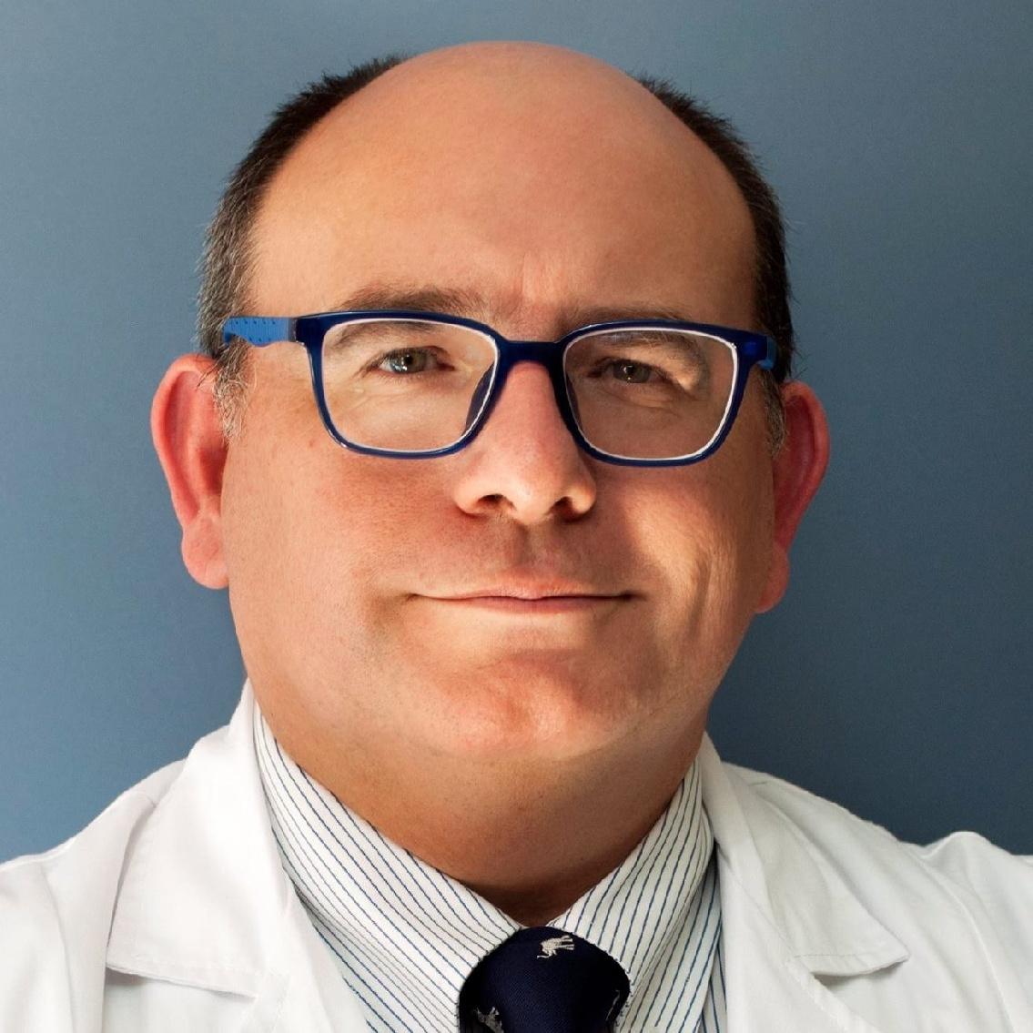 El Dr. Farrington, uno de los 100 mejores médicos de España según Forbes