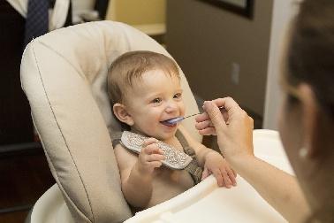 ¿Qué debe comer mi hijo durante su primer año de vida?