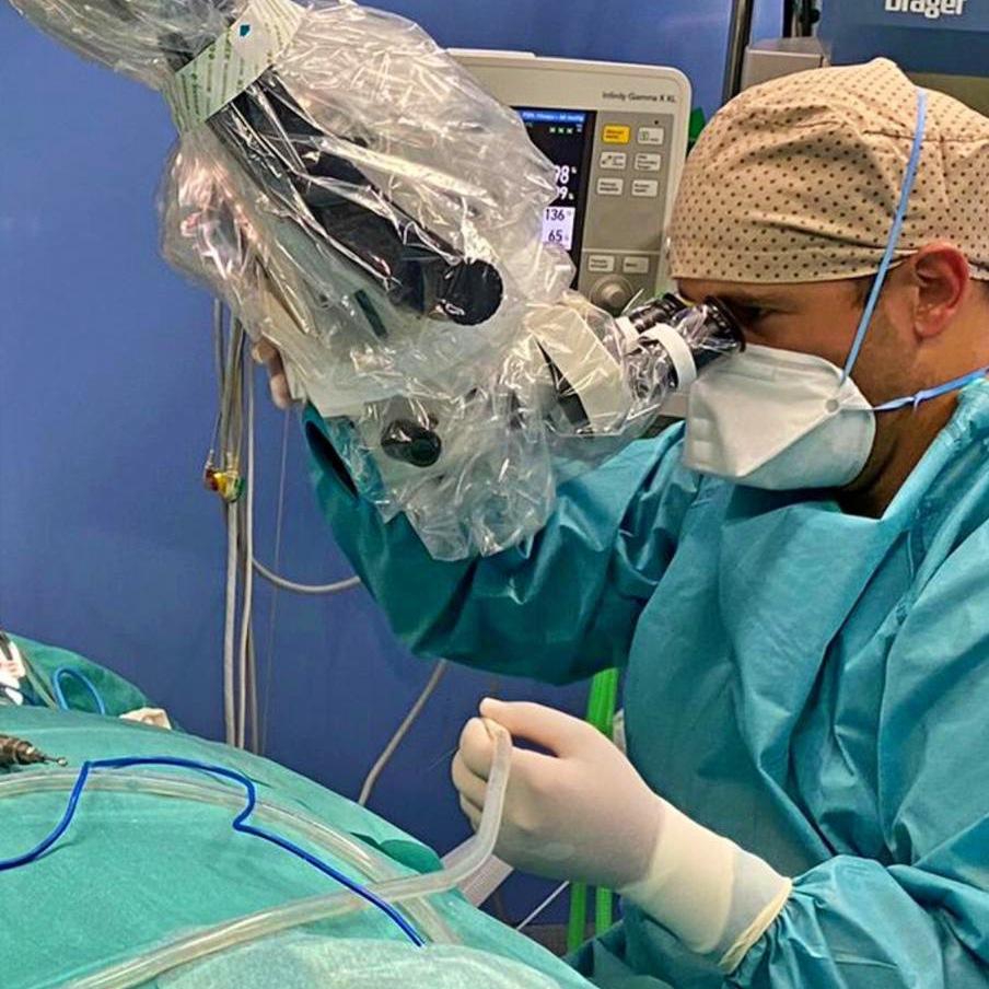 Sevilla acoge la primera cirugía de implante coclear en la medicina privada