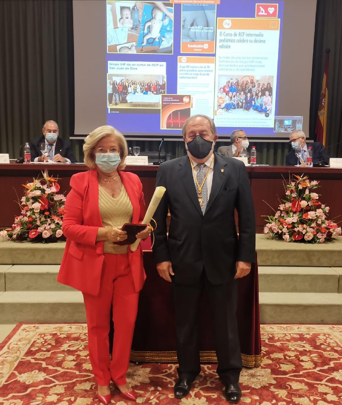 La Dra. Pilar Camacho, distinguida como Médico Ilustre por el Colegio de Médicos de Sevilla