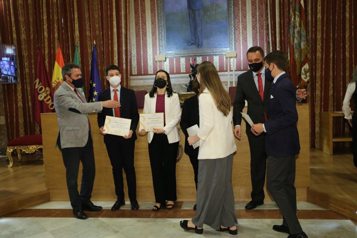 Julia del Palacio Lirola obtiene el Premio Joven a la Cultura Científica por su trabajo realizado en la Unidad de Investigación de Grupo IHP