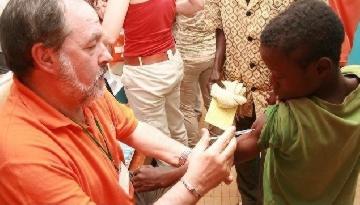 ABC entrevista al Dr. Alfonso Carmona sobre la nueva campaña de vacunación en Costa de Marfil