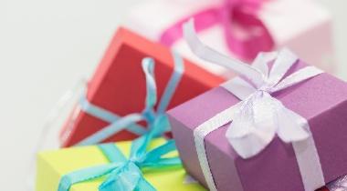 ¿Reciben los niños demasiados regalos?