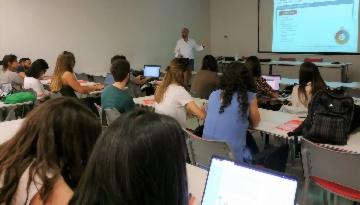 Los Médicos Internos Residentes de Málaga aprenden sobre vacunas en el nuevo curso vacMIR de Grupo IHP