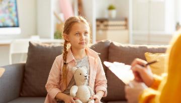 La detección rápida y una terapia adecuada palían los problemas psicológicos infantiles derivados del confinamiento